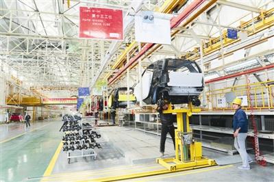 """红星小贵族""""为平台,大力发展新能源汽车.该公司的电动车项高清图片"""