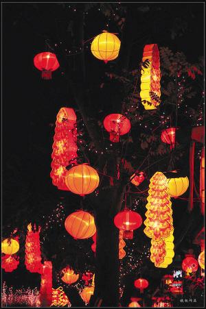 途经潮州,适逢元宵佳节,潮州满城花灯,满街游人,热闹非凡,陈三便驻足