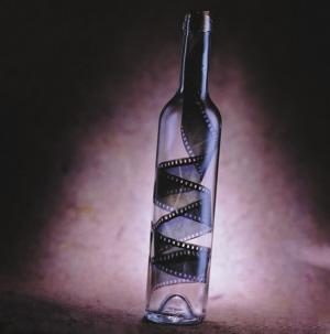 现在我们把酒瓶放到历史和设计背景中