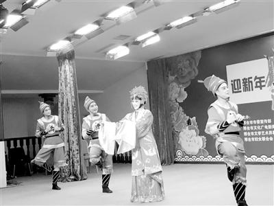 幕.豫剧《村官李天成》、南路丝弦《儿女婚事》等反映现实生活和时图片