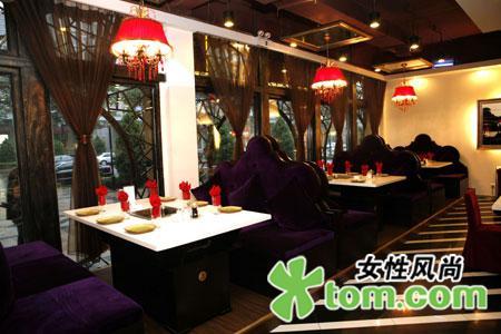 餐厅聘请知名设计师精心设计,大胆突破传统重庆火锅的地域理念,融合了